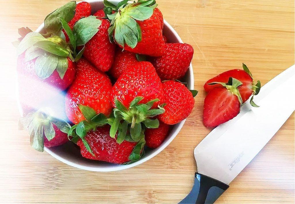 Erdbeer-Rhabarber-Kuchen im Frühling
